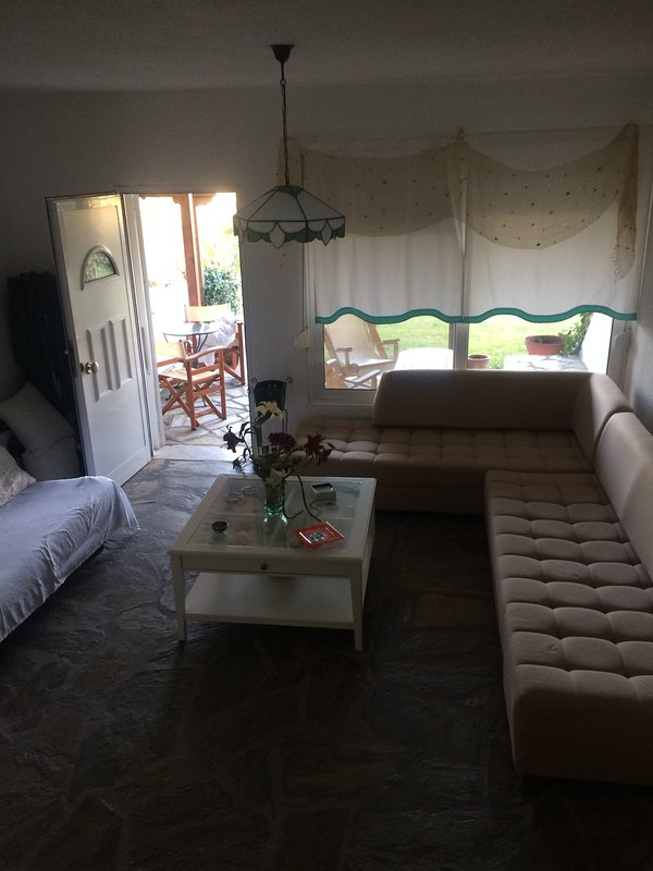 Spacious 2Floor House with Queen Bed & parking, holiday rental in Possidi