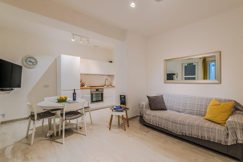 Valletta Spacious Duplex Apartment, casa vacanza a La Valletta