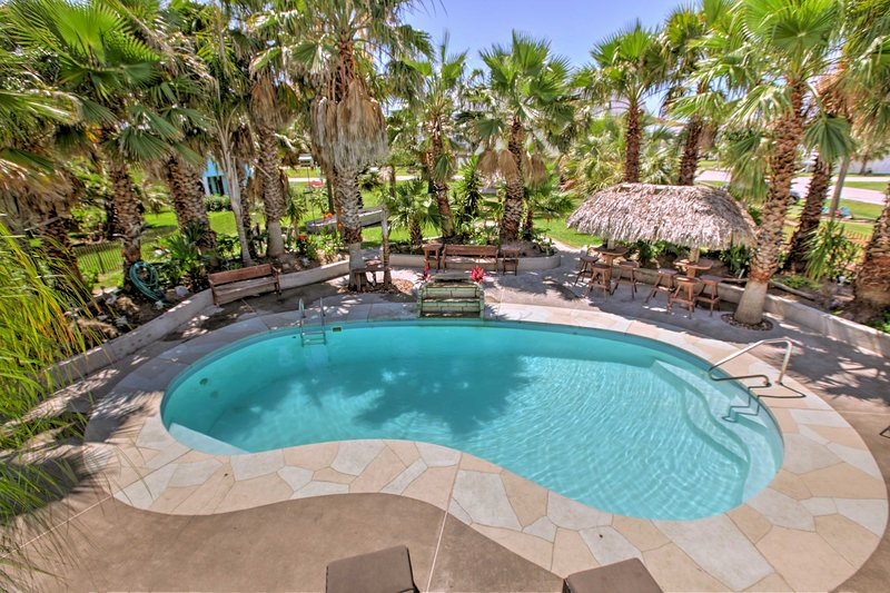 'Under the Palms'- Galveston Home w/Private Pool!, vacation rental in Galveston Island