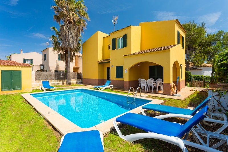 Villa Tranquila: Private Pool, Walk to Beach, A/C, WiFi, Car Not Required, holiday rental in Cala Morell