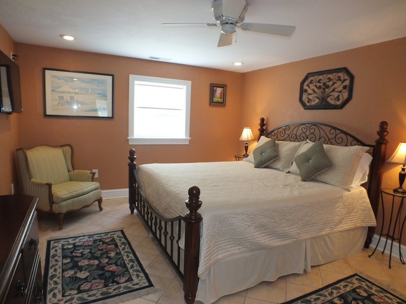 Beach Getaway W/ Jacuzzi Bathtub & Game Room *Centrally Located*Spacious Rooms, holiday rental in Kill Devil Hills