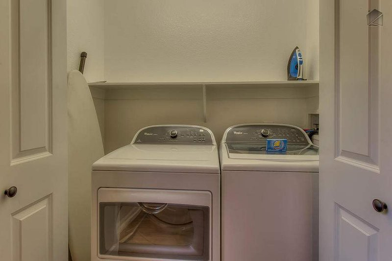 Wet skidutrustning? Inga problem. Den tvättmaskin och torktumlare kommer att ta hand om det i en handvändning.