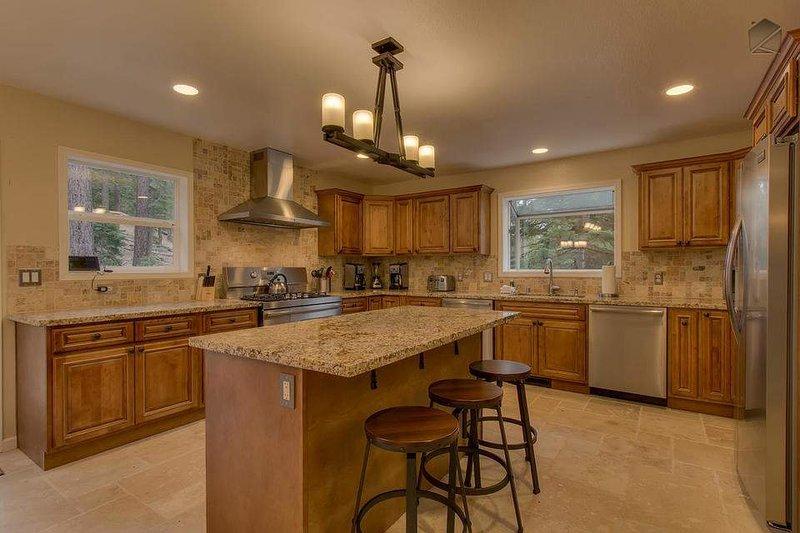 Den stora, moderna köket har gott om plats för dig och några Sous Chefs att förbereda semester måltider