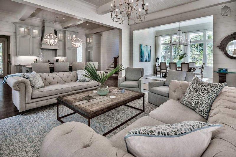 Avec matériel de restauration se termine tout au long, la conception de cette maison conviendra le plus beau des goûts.