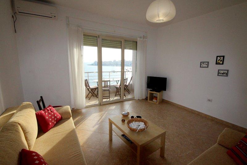 Sea View Apartment, holiday rental in Saranda