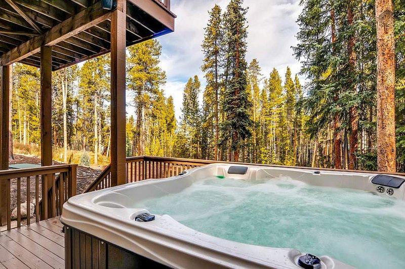 Genießen Sie einen erholsamen im privaten Whirlpool im Freien genießen - mit Wasserfall.