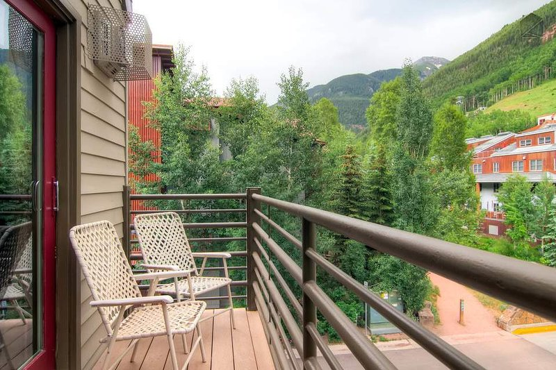 You may have a hard time leaving the deck because the views are transfixing.