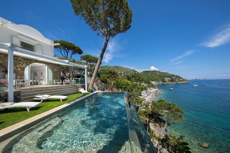 Villa Jeranto on the sea with private infinity pool, vacation rental in Nerano