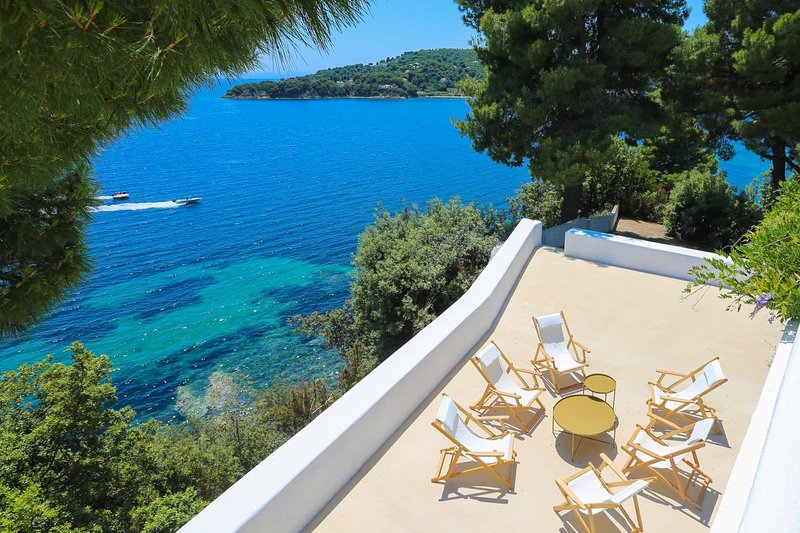 Beachfront Greek Villa with Semi-Private Sandy Beach, holiday rental in Troulos