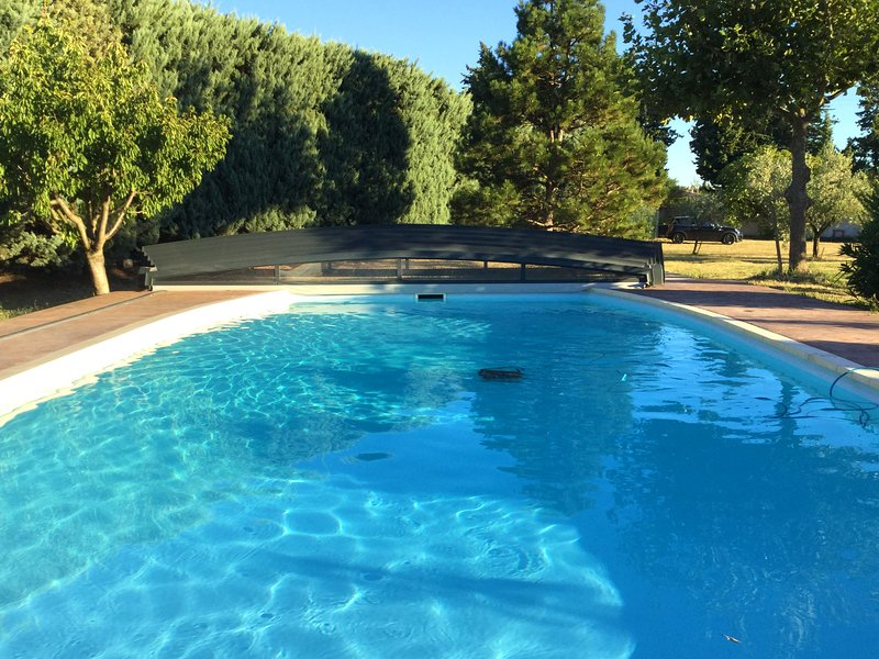 Beautiful house with pool access, alquiler de vacaciones en Roquemaure