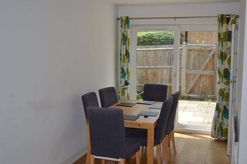 Lovely 3 Bedroom House - Wimbledon - London, holiday rental in Sutton