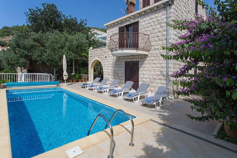 Villa Ana Maria - Four-Bedroom Villa with Terrace and Swimming Pool, alquiler vacacional en Zaton