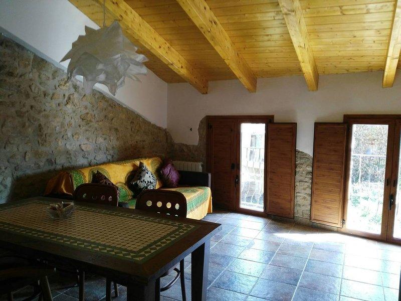 Encantadora Casa Centenaria de piedra 3C, holiday rental in Guardia de Noguera