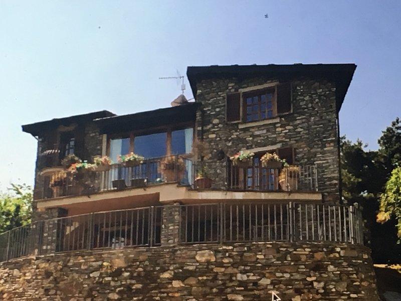 Casa Leone - Luxuriöses Ferienhaus mit traumhaftem Blick ins Grüne, vacation rental in Nasino