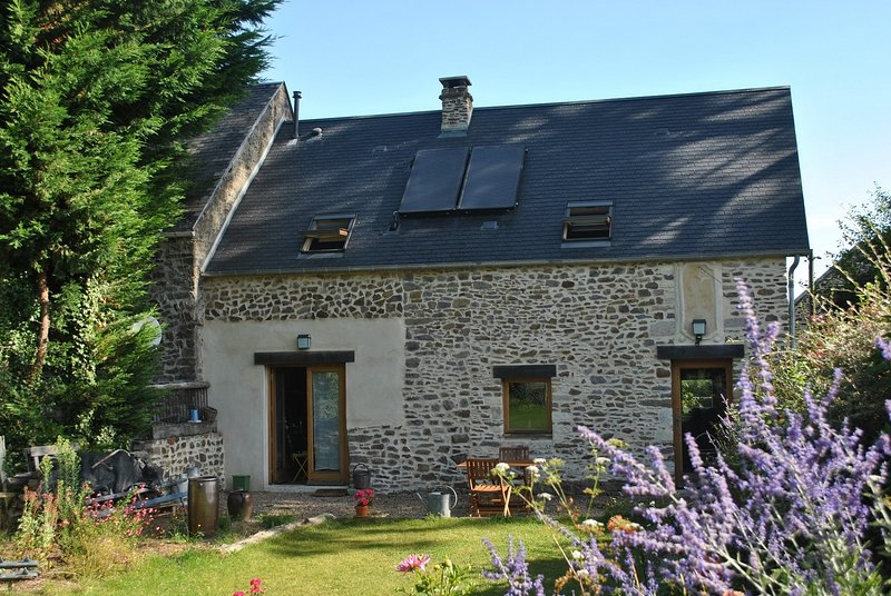 Ecogîte La Charrette Bleue dans le bocage normand, vacation rental in La Villette