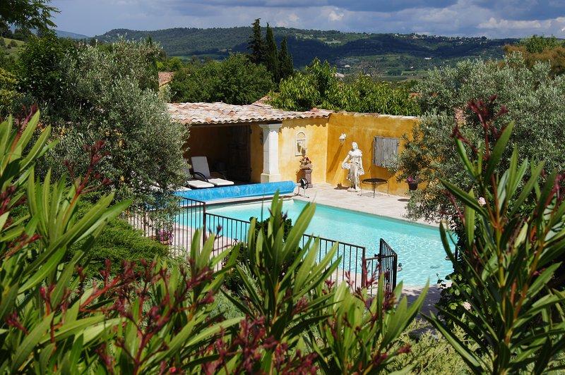 BEL AIR  face au Luberon position centrale pour visiter les villages 1 seul gîte, alquiler de vacaciones en Apt