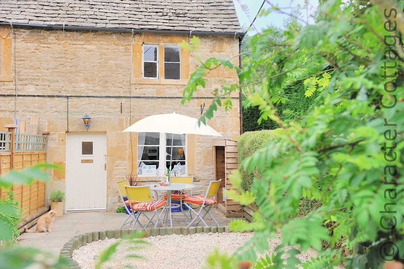 Gleed Cottage is a beautiful, traditional Cotswold stone property in Naunton, vacation rental in Temple Guiting
