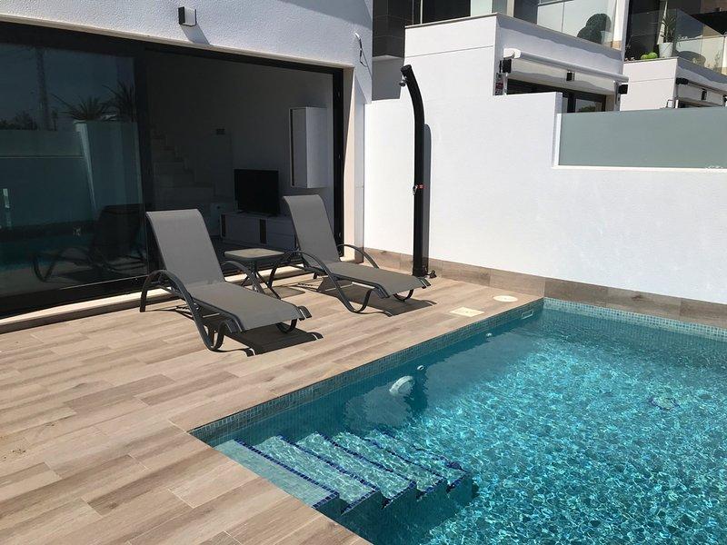 Costa Calida (San Pedro del Pinatar) Detached Villa Rental with private pool, alquiler de vacaciones en San Pedro del Pinatar