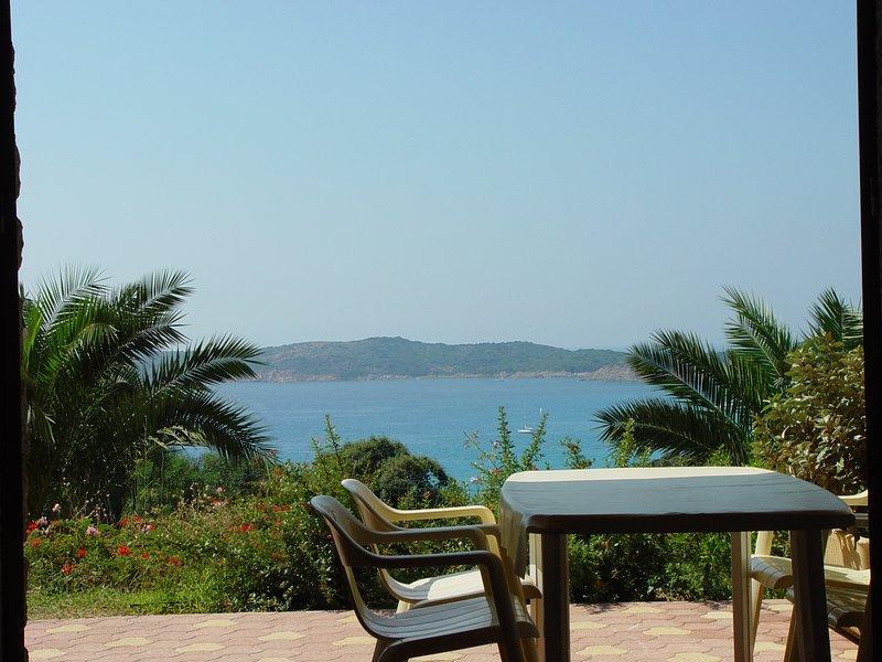 Joli studio tout confort pour 2 personnes en résidence 3 étoiles avec piscine, belle vue, au calme.