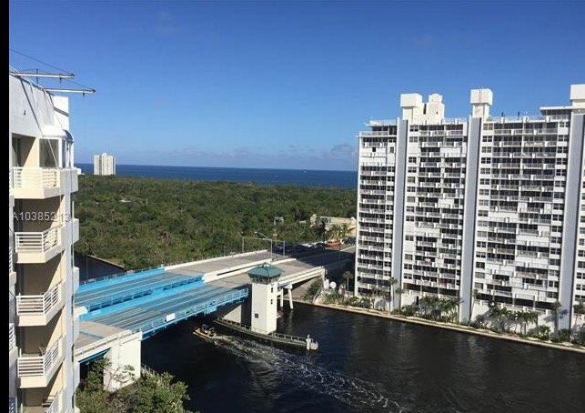 Penthouse suite, Ocean view, amenities by Hilton, walk to beach or Galleria mall, holiday rental in Fort Lauderdale