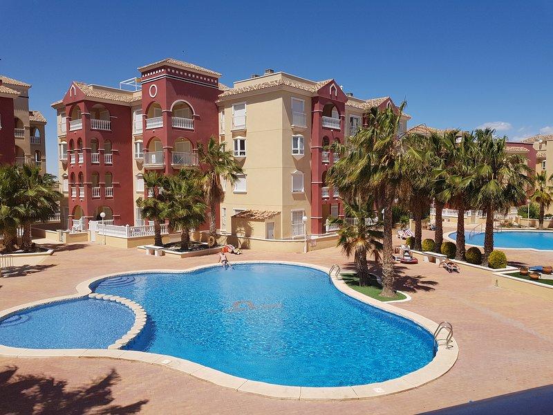Puerto Marina, 2 beds, 1 bath with aircon, wifi and English TV, open views, casa vacanza a Los Alcazares