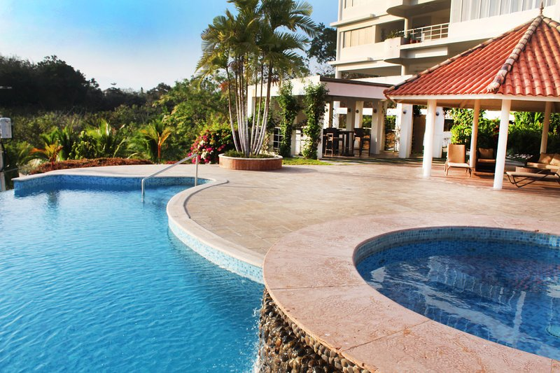 Large Ocean View Apartment in private condominium, holiday rental in Playa Coronado