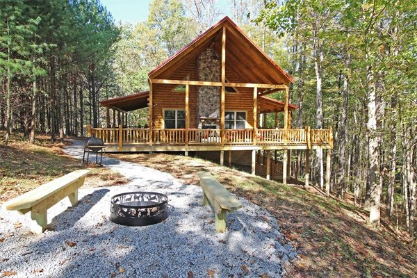 Treetops Lodge and Family Fun Barn (5 Minutes to Old Man's Cave!), holiday rental in New Plymouth