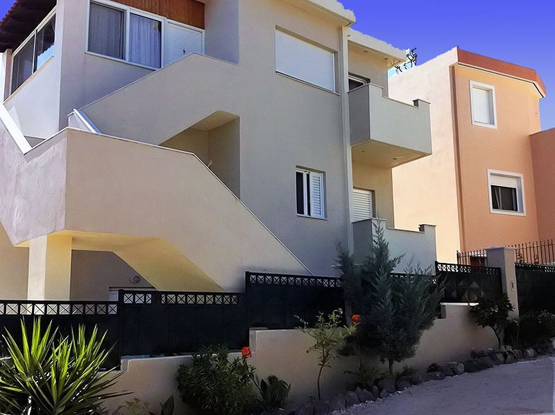 Soulas Place - Near Athens International Airport, Beach, Shops and restaurants., vacation rental in Artemida