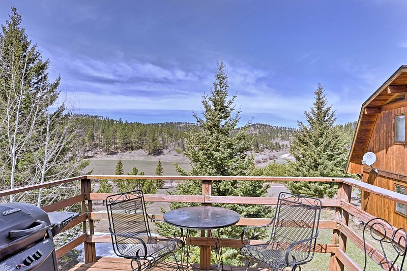 Deerfield Studio w/ Panoramic Black Hills Views!, vacation rental in Hill City