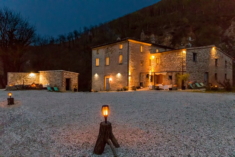 La Fenella by night