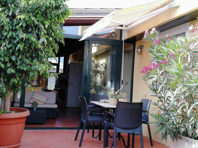 Villa Giulia: attico a due passi dal mare, vacation rental in Maranola