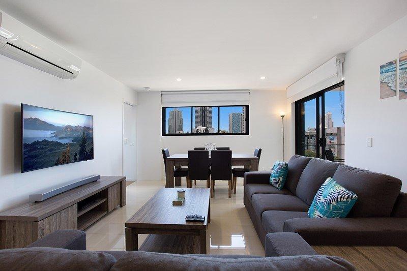 Brand New Luxury Apartment in Broadbeach Waters, vacation rental in Burleigh Waters