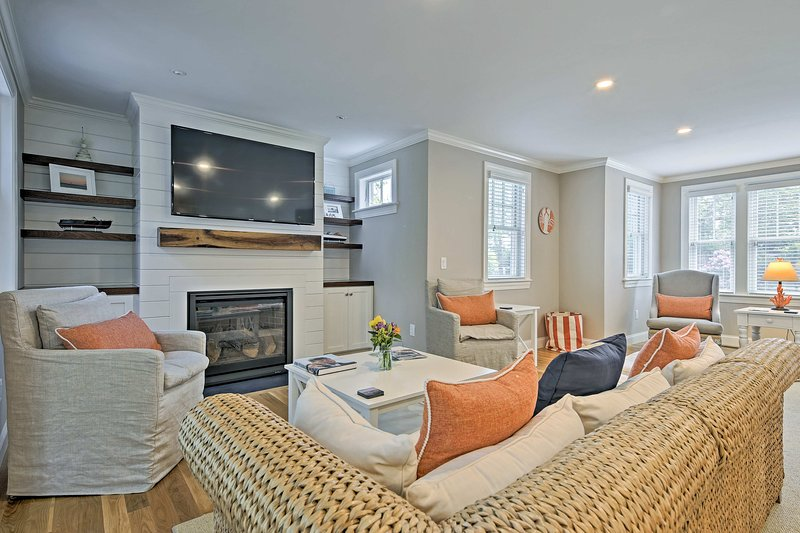Luxurious West Yarmouth House w/Backyard&Bay Views, holiday rental in Hyannis