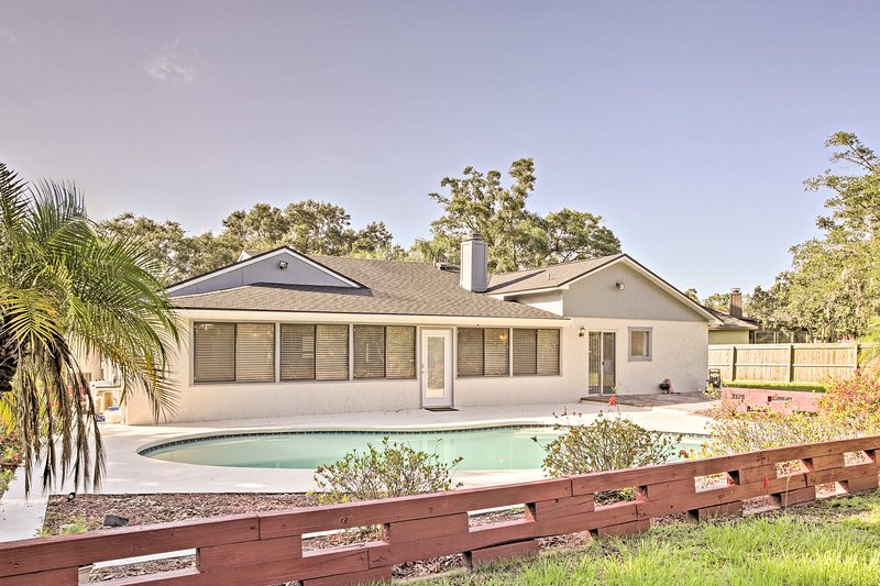 This home is spacious, updated, has great amenities, and is close to UCF!