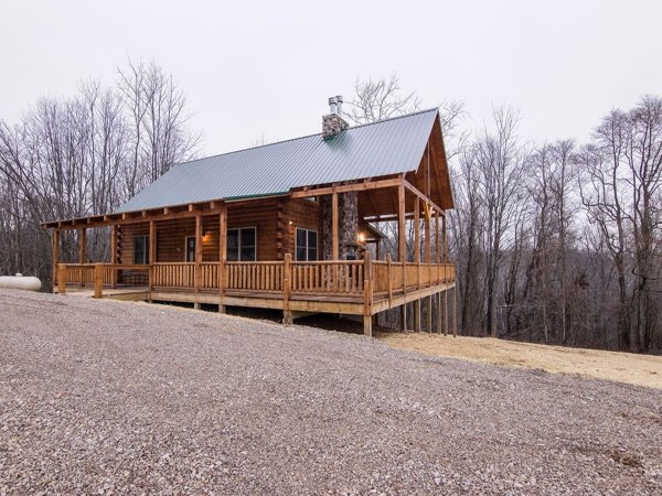 Green Acres Lodge with Pool and Walking Path (10 minutes to Hocking HillsTrails), location de vacances à Gibisonville