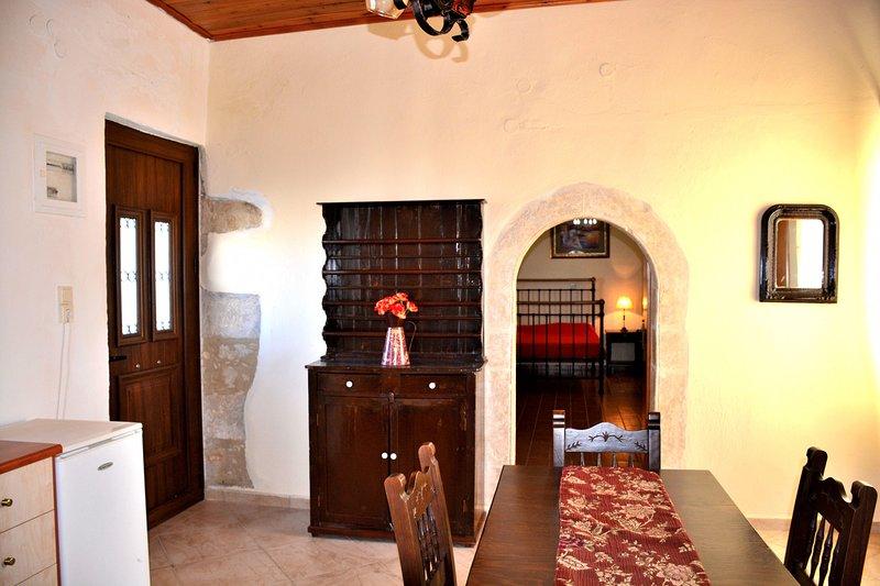 Luxury Apartment in Eleftherna SATRA, holiday rental in Meronas