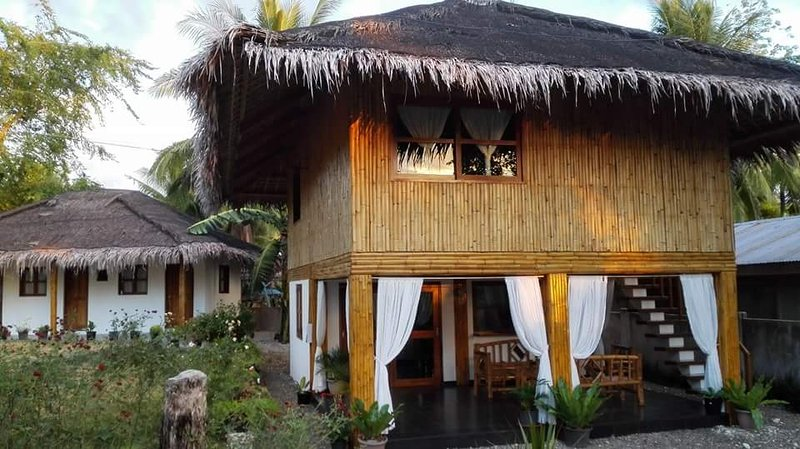 Charming house and lot 2 minutes walk from the beach, holiday rental in Argao