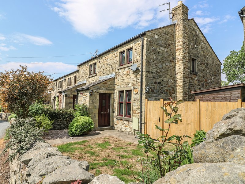CROFT COTTAGE, in Yorkshire Dales, Smart TV, pet-friendly, in Long Preston, holiday rental in Hellifield