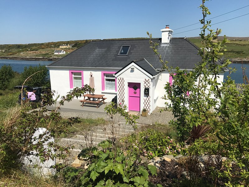 Sky Rd Wild Atlantic Way Clifden Wi Fi & Smart TV!, vacation rental in Clifden