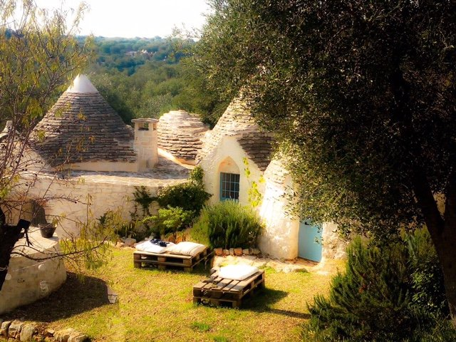 View dell'aia where overlook the three houses trulli.