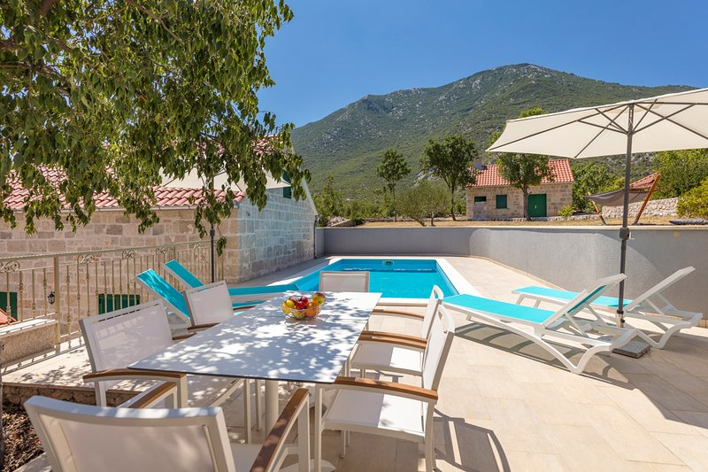 Zupa Villa Sleeps 8 with Pool and Air Con - 5634111, vacation rental in Velim