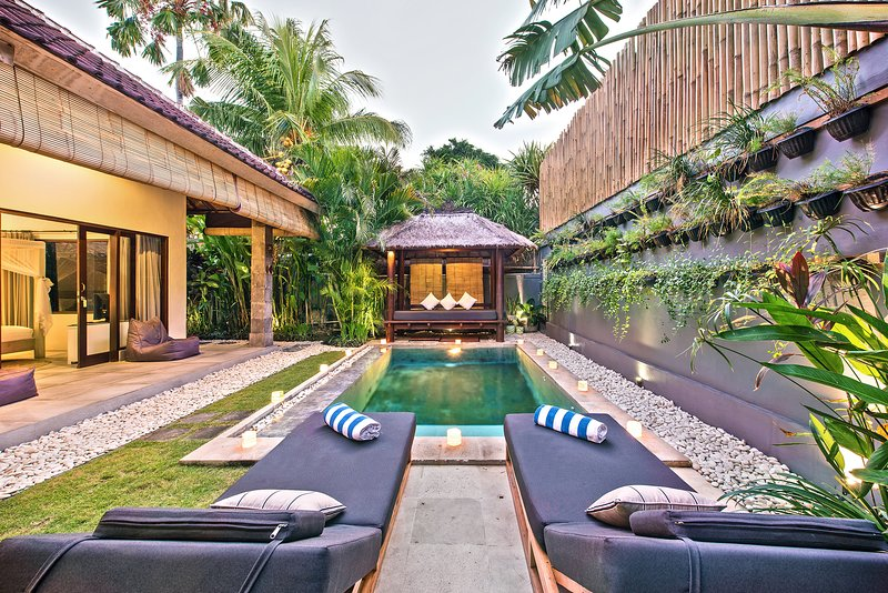100m FROM BEACH // Saudara Villa One // Includes Full-Time Butler + Private Pool, holiday rental in Kuta District
