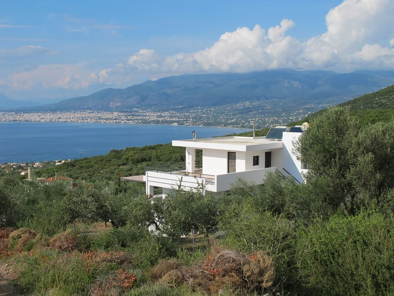 Villa Myria (15p), modern, 360 unobstructed spectacular sea, mountain, city views. Heated pool.