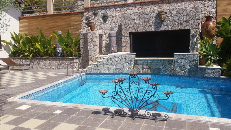 Swimming pool with separate Jacuzzi pool