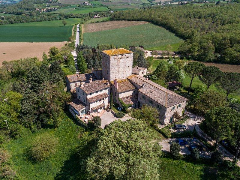 Camere private con bagno in b&b situato in Borgo medievale autentico vicino Todi, Ferienwohnung in Romazzano