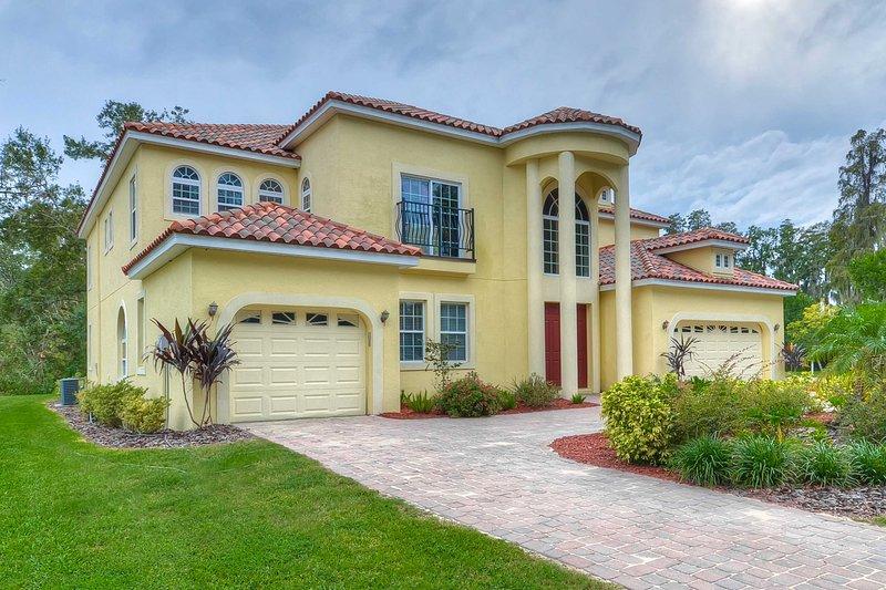 Book your Florida escape to this 4-bedroom, 4-bathroom vacation rental home!