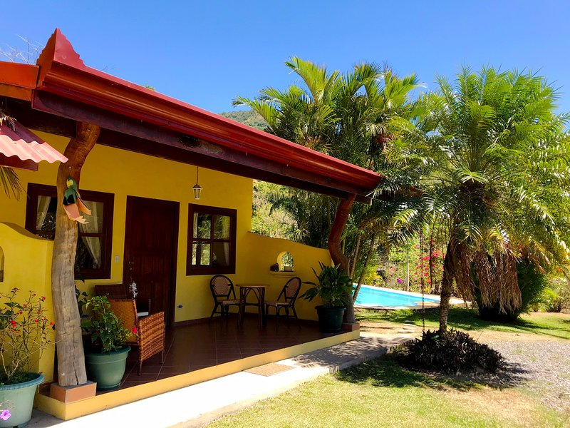Pool Haus, holiday rental in Esparza