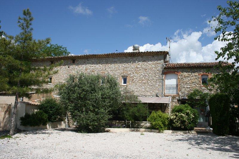 Nouveau et exceptionnel : Superbe gite avec chambres climatisées, Spa et Piscine, location de vacances à La Cadière-et-Cambo