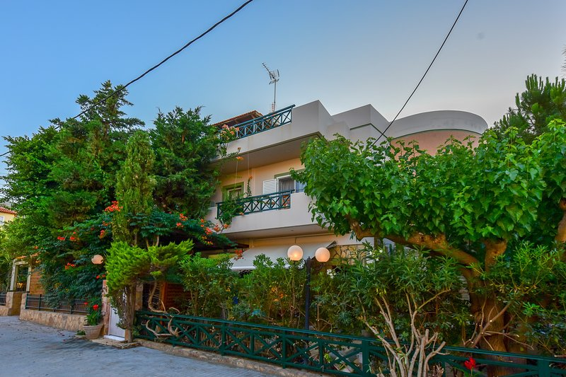Stalis Lux Beach Apartment, holiday rental in Stalis