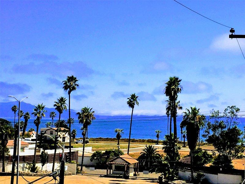 Rooftop ocean views with 4+1 BR and 4 BA with A/C &Heat and many amenities, alquiler de vacaciones en Ensenada